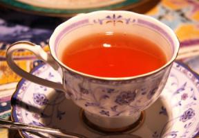 マートルゼリーを紅茶に入れてハーブティに